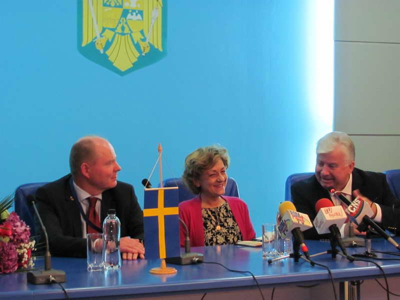 http://www.ziarulderoman.ro/wp-content/uploads/2012/10/lobby2.jpg