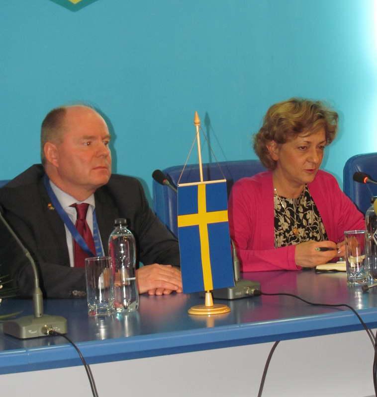 http://www.ziarulderoman.ro/wp-content/uploads/2012/10/lobby3.jpg