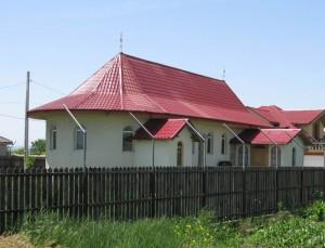 Preotul Vasilache şi-a construit o biserică privată în curtea casei