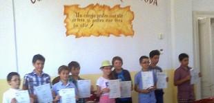 """Certificate Cambridge pentru cursanţii de la """"Roman-Vodă"""""""