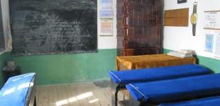 Școlile din comunele sărace rămân fără elevi și profesori