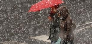 Lapoviță şi ninsori în aproape toată țara