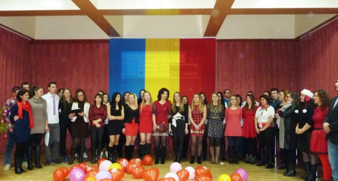 Colindătorii au trecut pe la Școala Sanitară Moldova