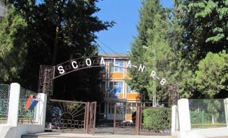 """La Şcoala """"Calistrat Hogaş"""", pregătiri pentru începerea noului an şcolar"""