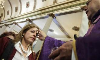 Catolicii intră în Postul Paştelui