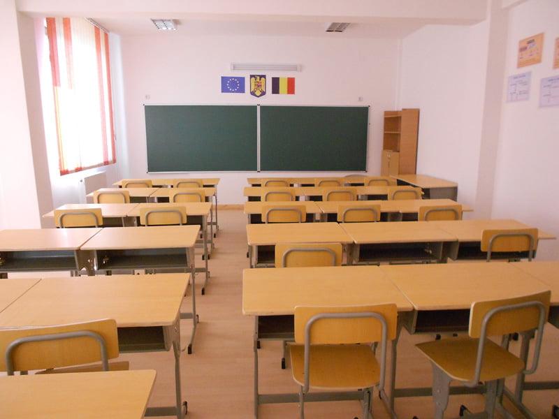 Decizie în favoarea copiilor la care ţipă învăţătoarea de la Școala Horia