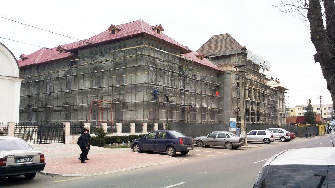 """CONTINUĂ LUCRĂRILE LA CORPUL B AL COLEGIULUI NAŢIONAL """"ROMAN-VODĂ"""""""