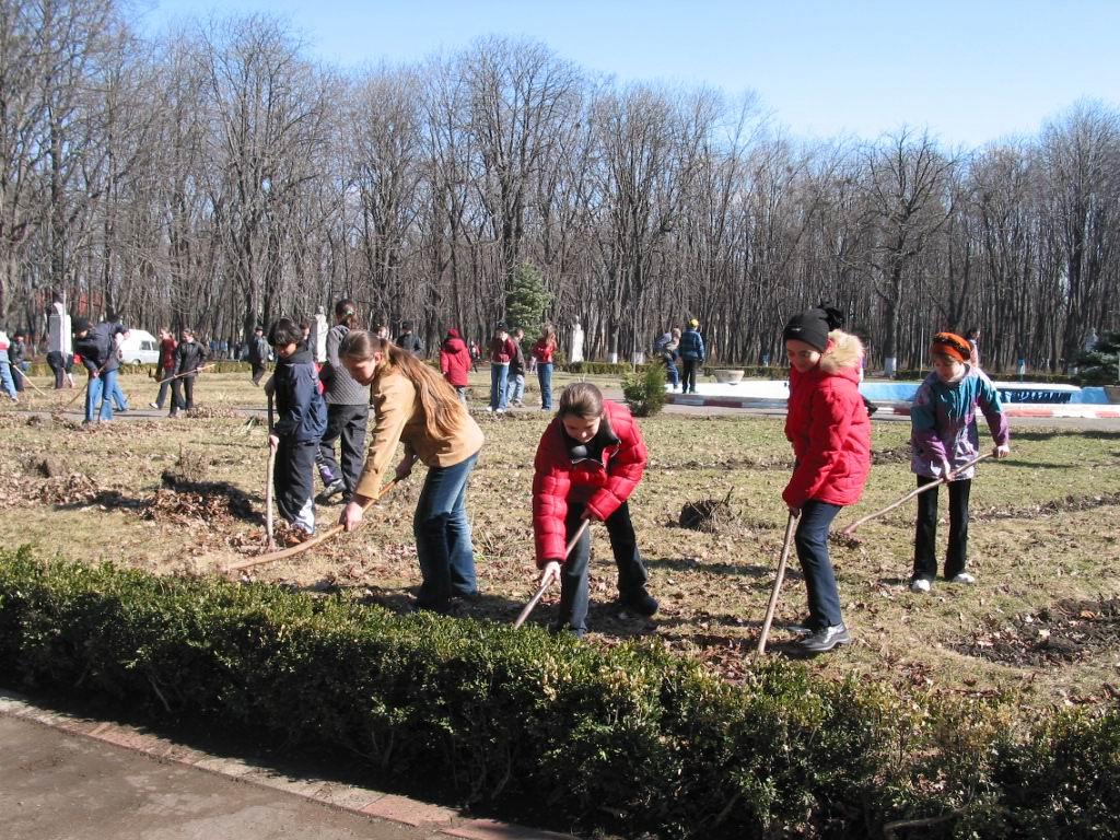 Romașcanii se pot înscrie la concursul de curățenie de primăvară