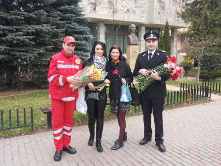 flori8 martie pompieri 01
