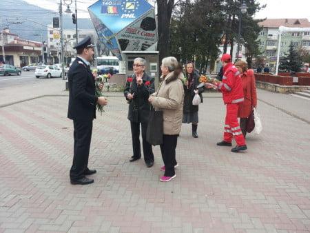 flori8 martie pompieri 03