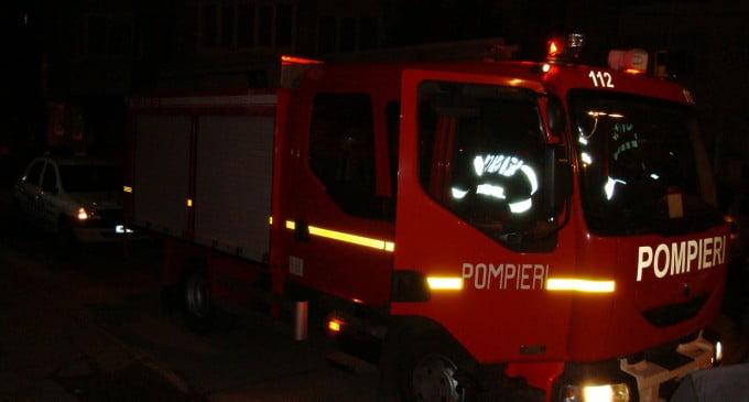 O autoutilitară a luat foc de la un conductor electric