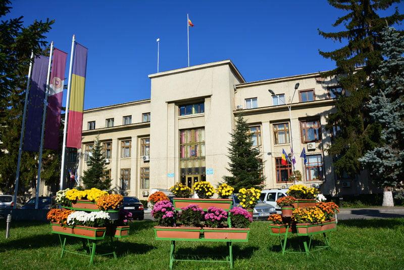 Primăria vrea să reabiliteze clădirea instituției
