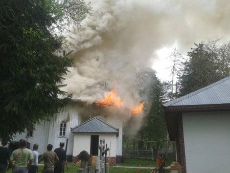 incendiu moreni biserica 01