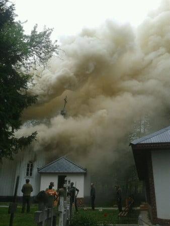 incendiu moreni biserica 02