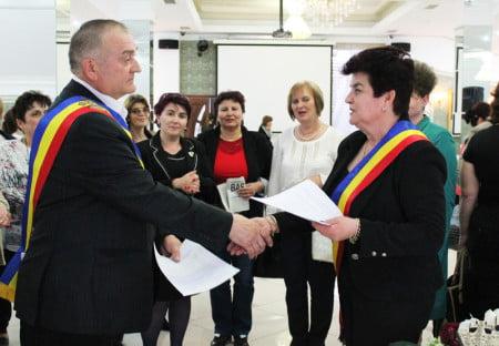 Nicolae Buzu, primarul comunei Peresecina, şi Valeria Dascălu, primarul comunei Săbăoani