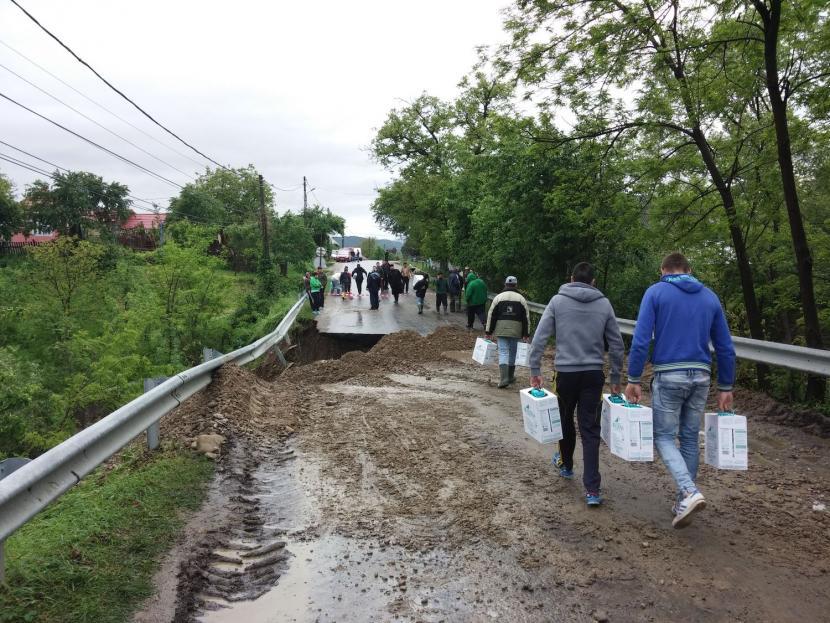 Ajutoare dăruite de Biserică familiilor afectate de inundaţii