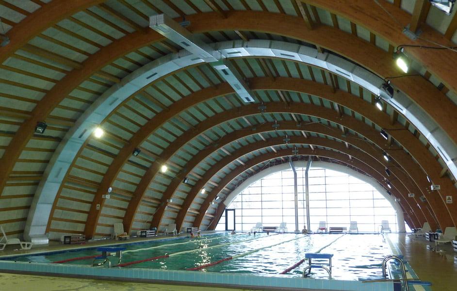 550 de tineri au profitat în vacanță de accesul gratuit la Bazinul de înot