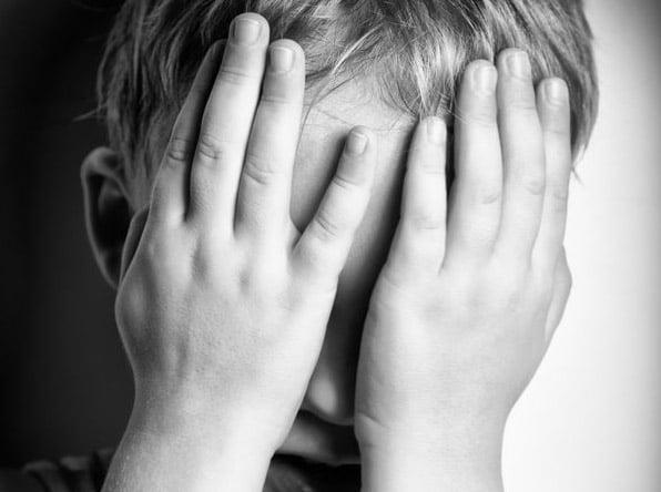 Cinci copii au fost despărţiţi de familiile care-i abuzau