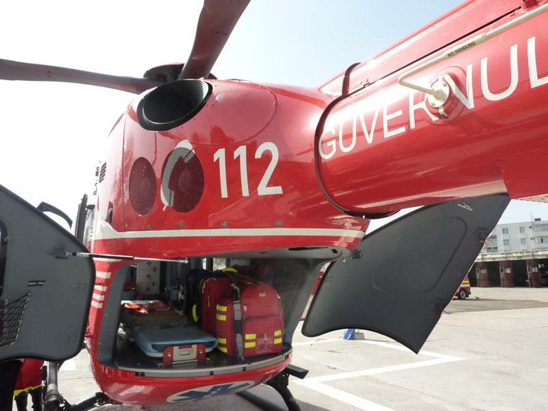 Bebeluș cu grave probleme de sănătate, transportat cu elicopterul SMURD la Iași