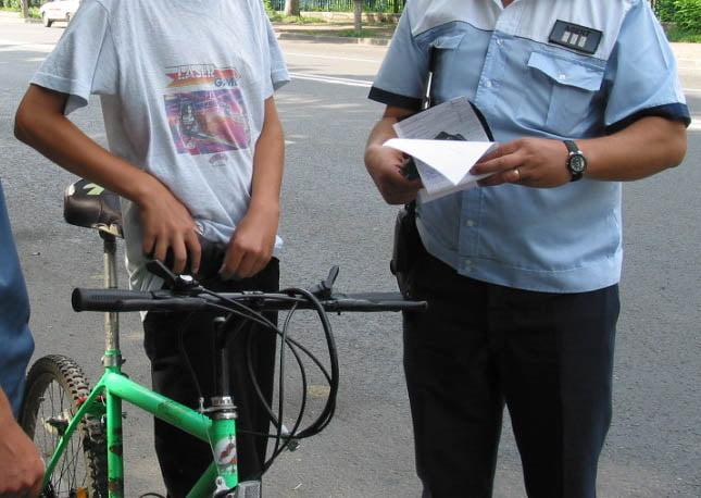 Bicicliști amendați de polițiști