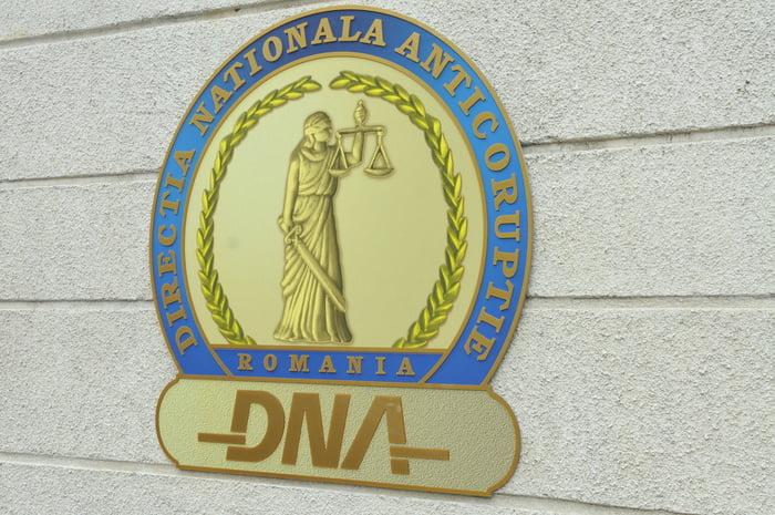 Percheziții DNA în Neamț, într-un dosar de corupție și spălare a banilor