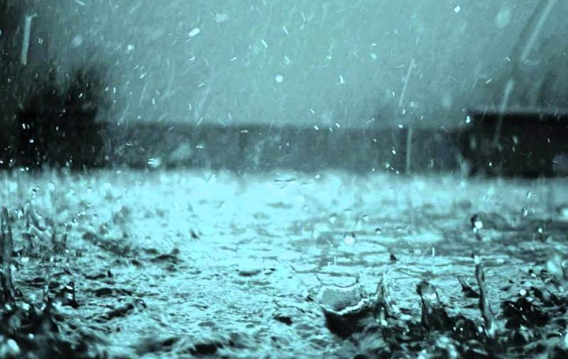 Averse de ploaie, vijelii și grindină, până vineri dimineață