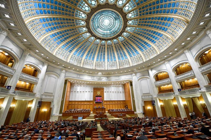 """Proiect de lege prin care se interzice parlamentarilor penali """"să conducă"""""""