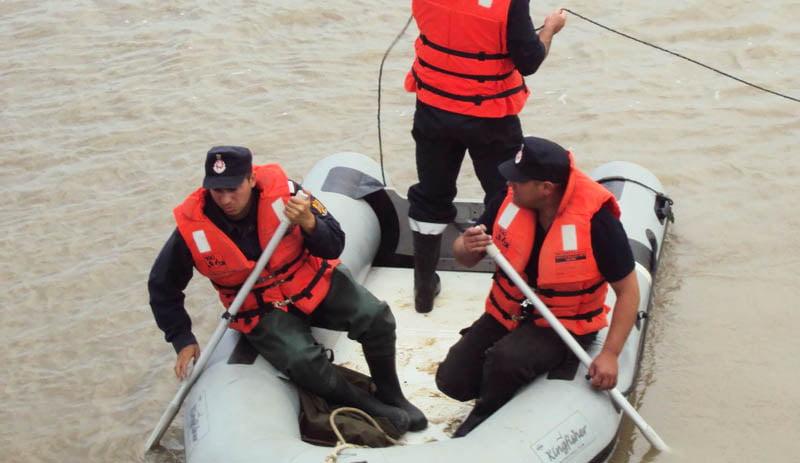 Trupul unui bărbat neidentificat, găsit în apele râului Siret