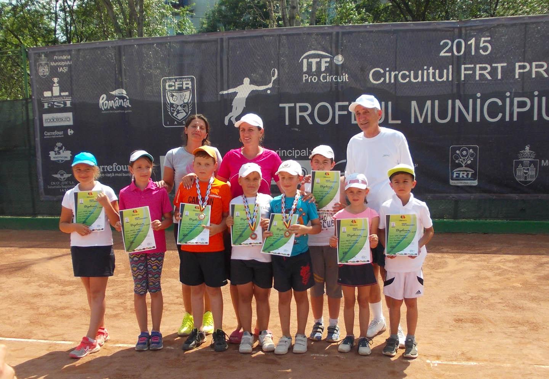 """Medalii pentru tenismenii romaşcani la Cupa """"Micii Campioni"""" de la Iaşi"""