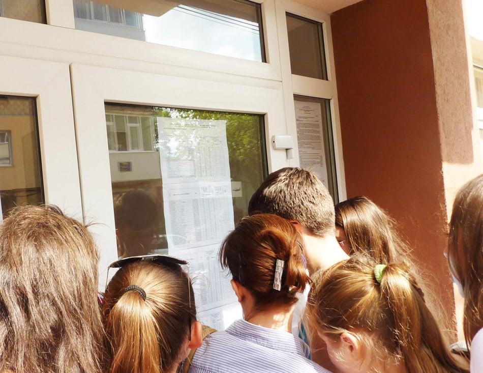 S-au afișat rezultatele repartizării computerizate la liceu. Sute de candidați nerepartizați în Neamț