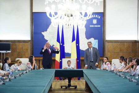 oaspeti copii DGASPC Neamt premier Ciolos 09