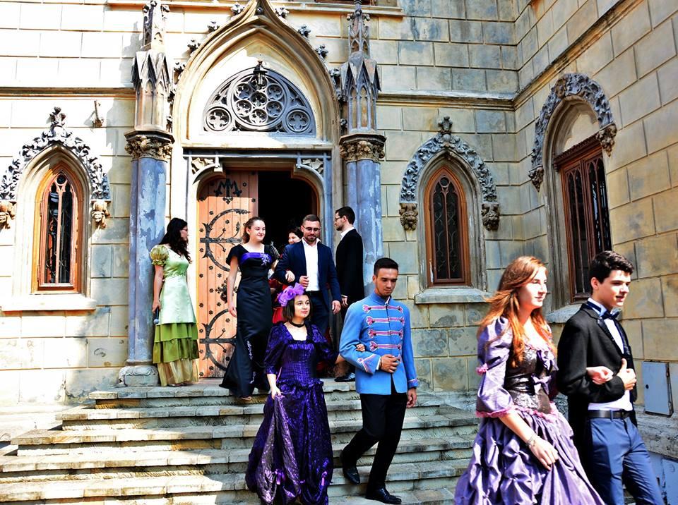 """""""Călătorie la 1900"""" pentru restaurarea Castelului Miclăuşeni"""