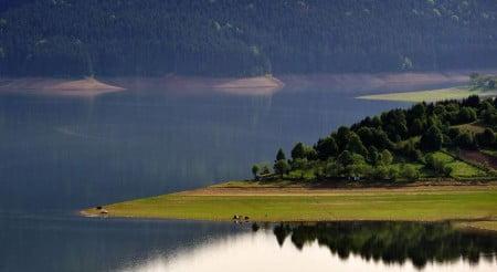 lacul bicaz izvorul muntelui