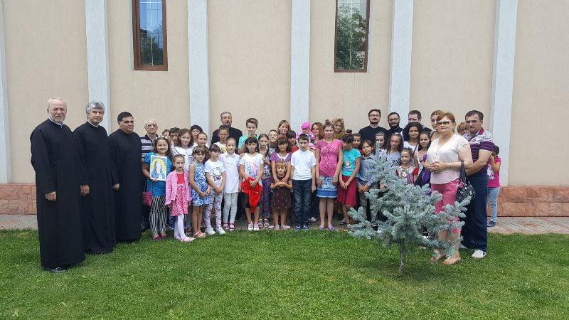 """Școală de vară în Parohia """"Ștefan cel Mare şi Sfânt"""" din Roman"""