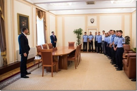 sergent major Vlad Rosu - ministru Petre Toba 04