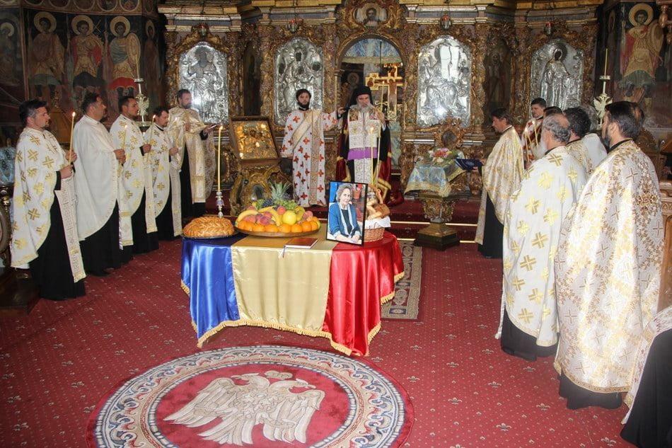 Parastas pentru Regina Ana a României, la Catedrala Arhiepiscopală din Roman