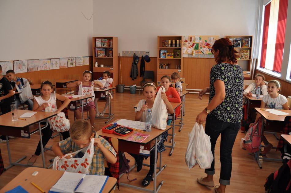 Start bun la şcoală pentru 150 de copii dintr-un proiect al DGASPC