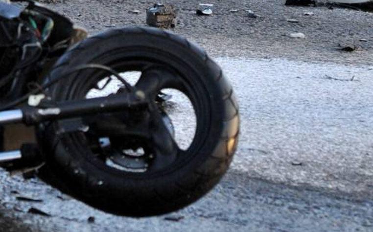 S-a accidentat grav după ce s-a răsturnat cu mopedul