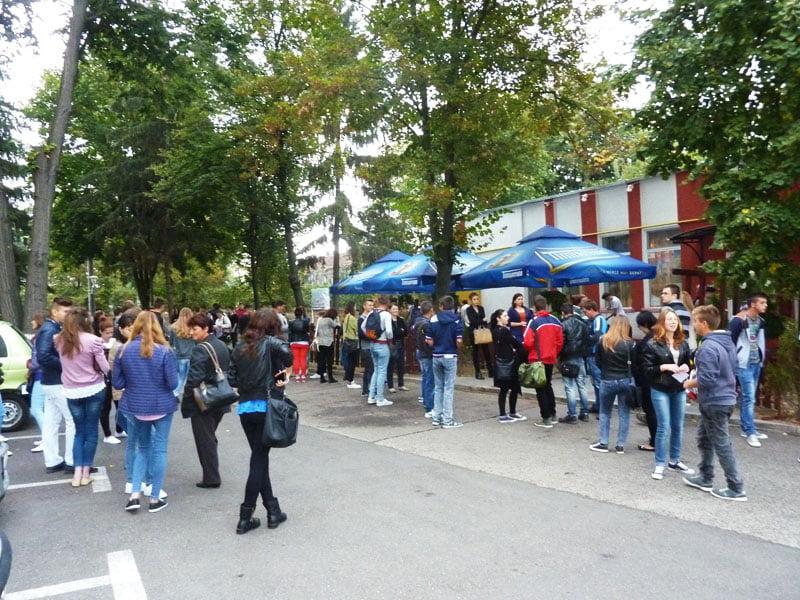 40 de persoane, angajate pe loc la Bursa locurilor de muncă pentru absolvenţi