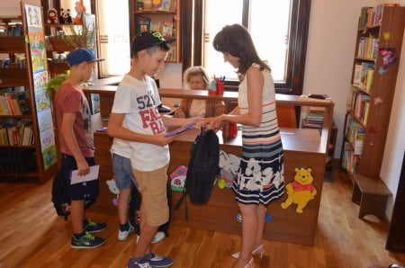 copii-premiere-carti-biblioteca-2