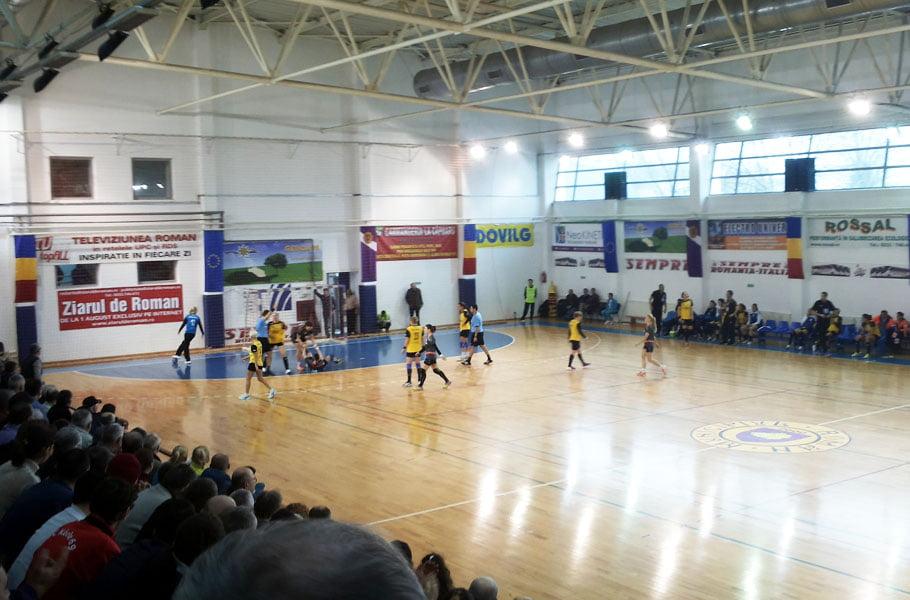 Premieră: o înfrângere şi o victorie, în aceeaşi zi, în Liga Naţională, pentru CSM Roman