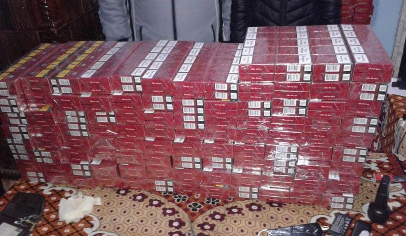 100.000 de țigări confiscate din saci din rafie și sacoșe