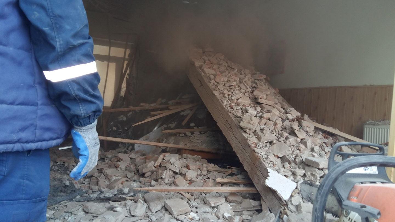 [FOTO] Tavan prăbușit peste bătrâni la Azilul de pe strada Veronica Micle