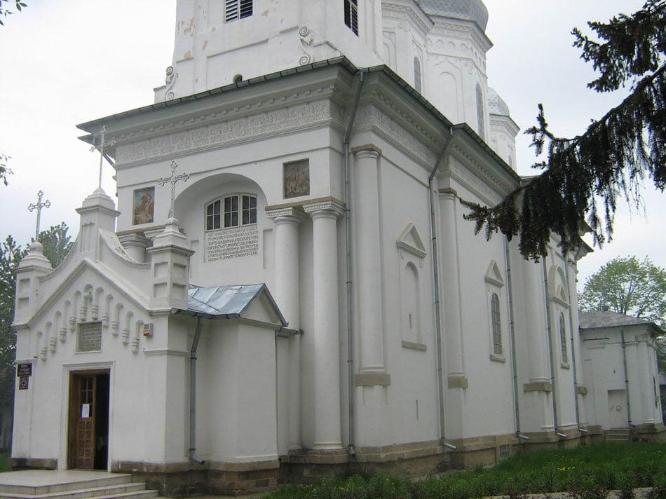 Anchetă a Arhiepiscopiei la Biserica Sf. Gheorghe din Roman