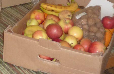 mere-fructe-donate-de-elevi-01
