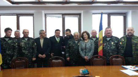 veterani-moldoveni-la-prefectura-neamt-1
