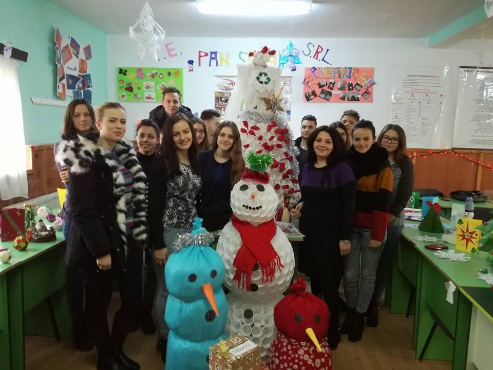 """Târg de Crăciun și sărbătoare la Colegiul Tehnic """"Miron Costin"""""""