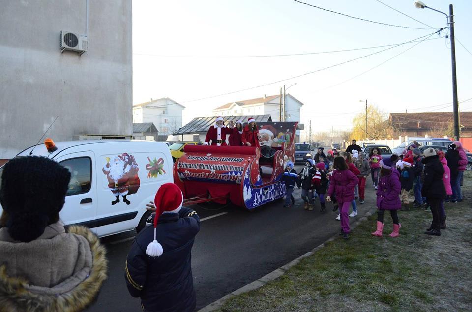 Moș Crăciun ajunge și la Roman, în toate cartierele orașului