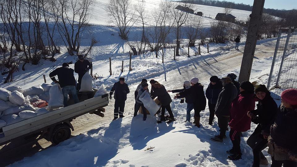 Bunurile donate de romașcani au ajuns la familiile necăjite din Gorun