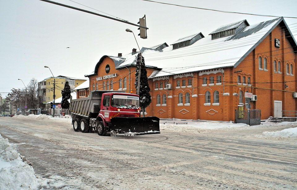 Iarna nu-i ca vara, deci zăpada nu se ridică din tot orașul